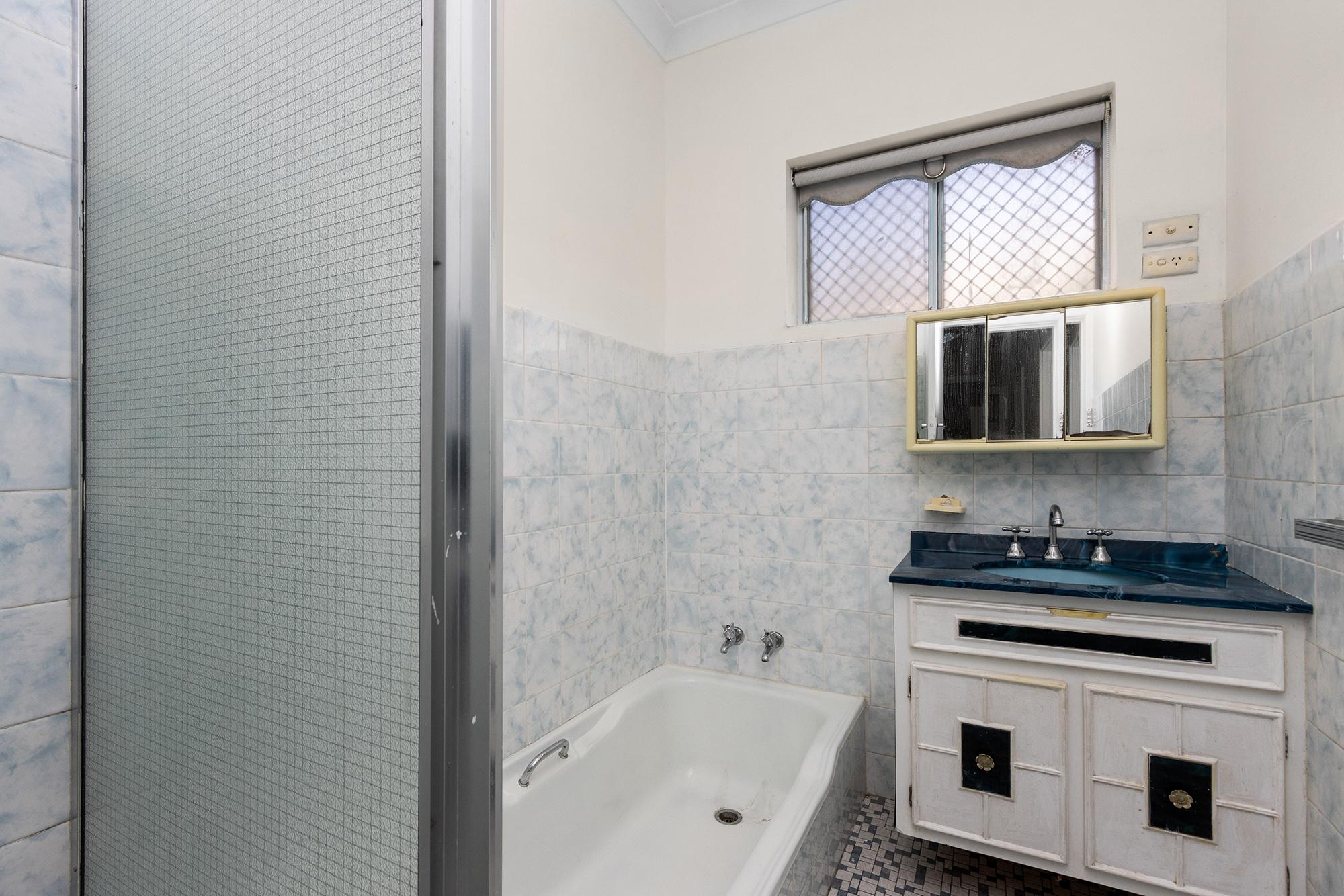 https://propertyphotos.vaultre.com.au/835/20690603__1616136612-20804-IMG0024.jpg