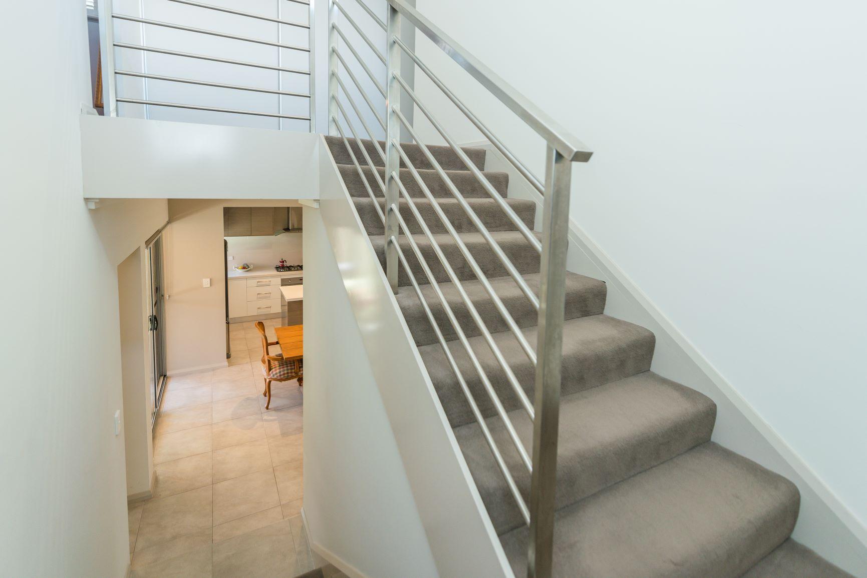 https://propertyphotos.vaultre.com.au/835/20691399__1616139763-24424-16.jpg