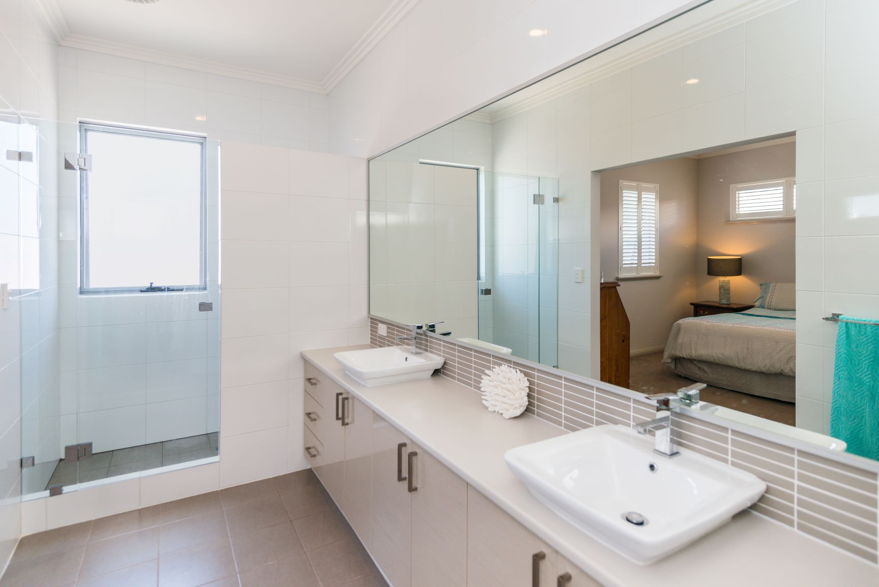 https://propertyphotos.vaultre.com.au/835/20691401__1616139765-27504-21.jpg