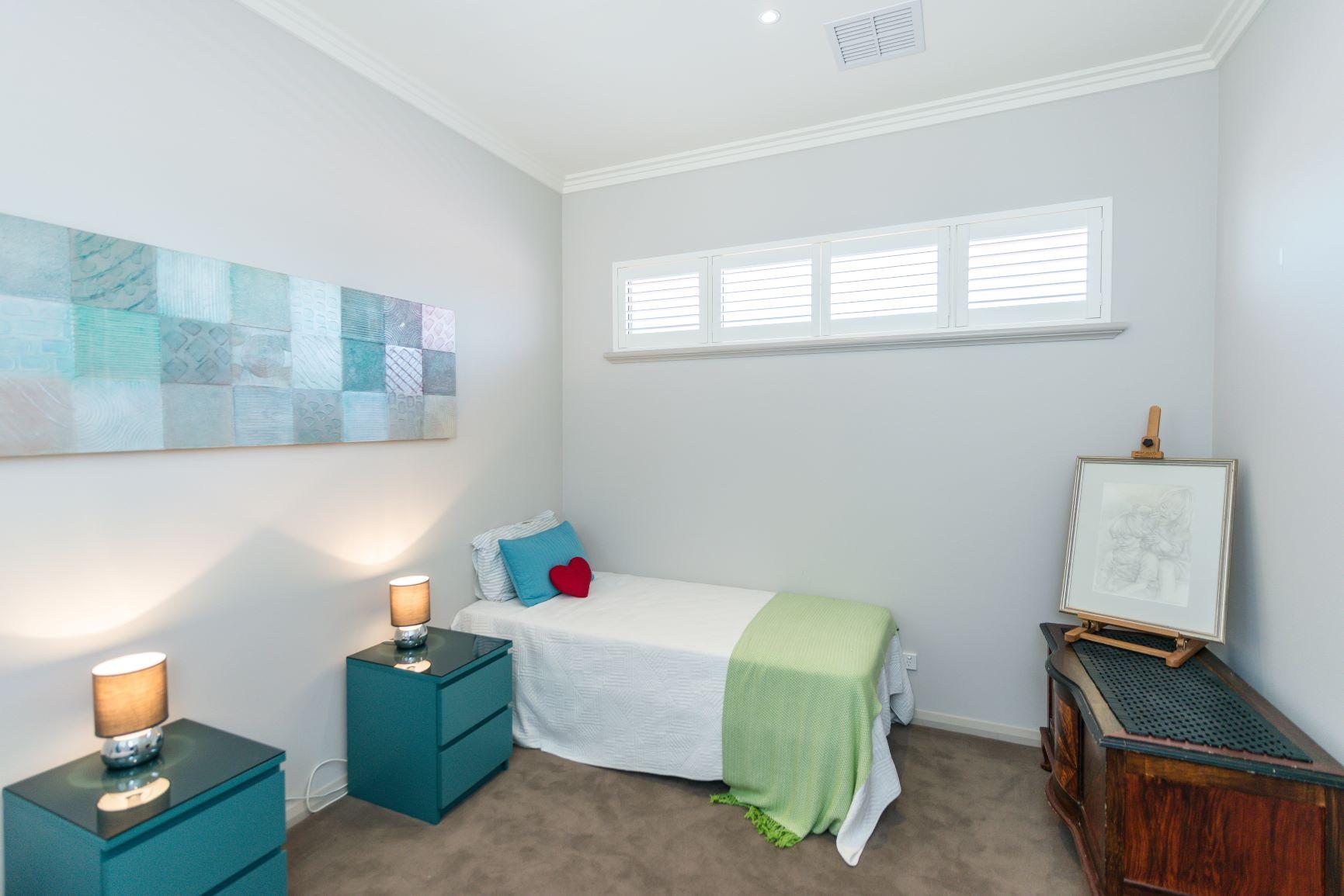 https://propertyphotos.vaultre.com.au/835/20691402__1616139766-27451-24.jpg