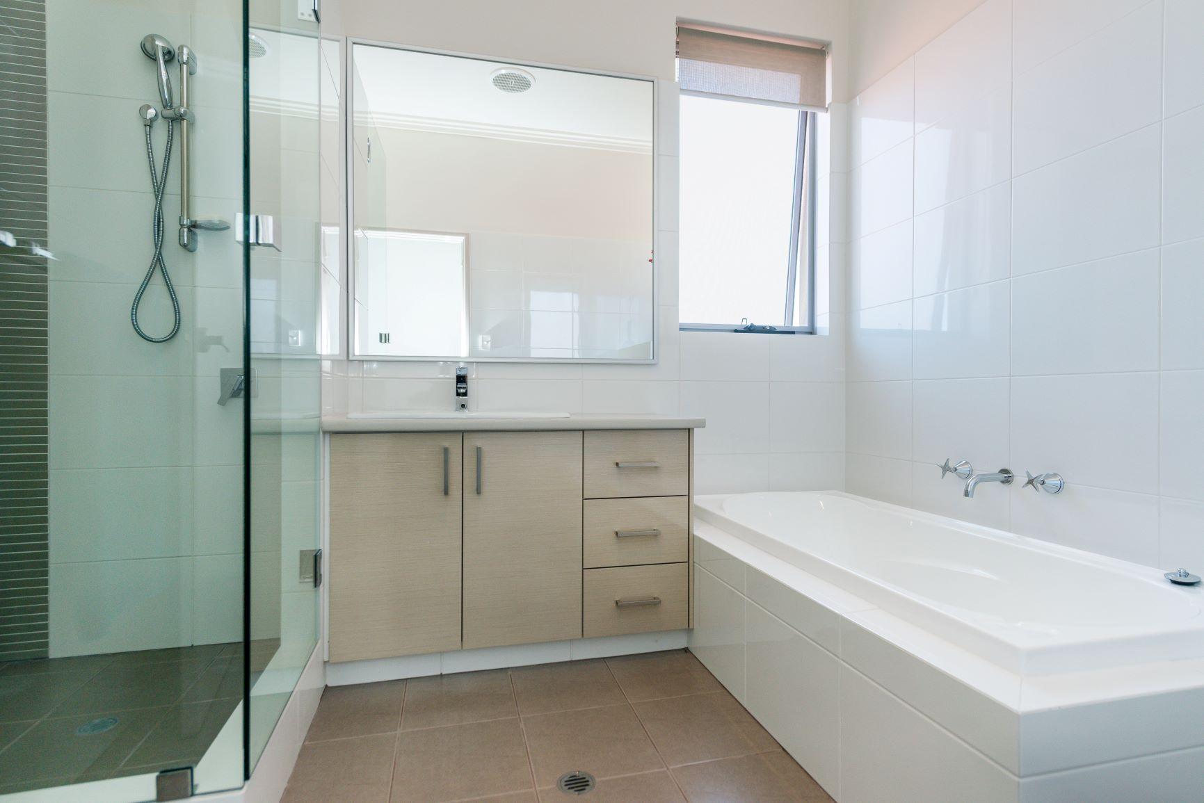 https://propertyphotos.vaultre.com.au/835/20691404__1616139768-28201-26.jpg