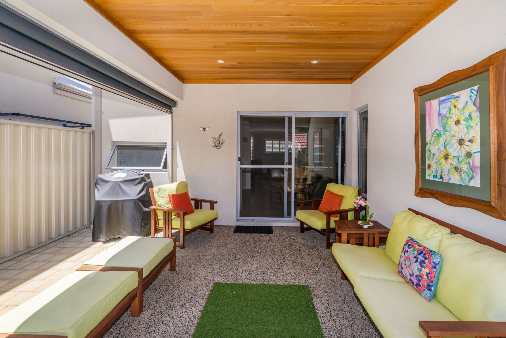 https://propertyphotos.vaultre.com.au/835/20691405__1616139769-24431-32.jpg
