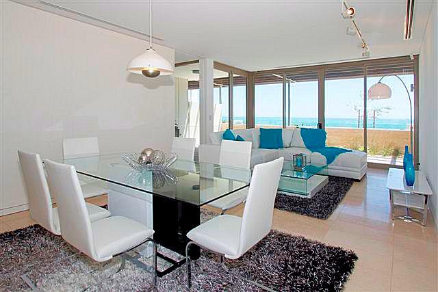 https://propertyphotos.vaultre.com.au/835/22006851__1617156072-21834-3.jpg