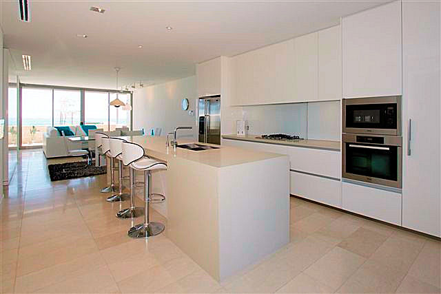 https://propertyphotos.vaultre.com.au/835/22006852__1617156073-21841-4.jpg