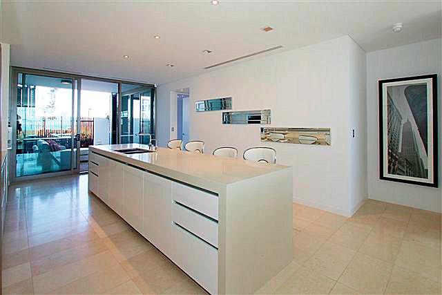 https://propertyphotos.vaultre.com.au/835/22006855__1617156076-22058-6.jpg