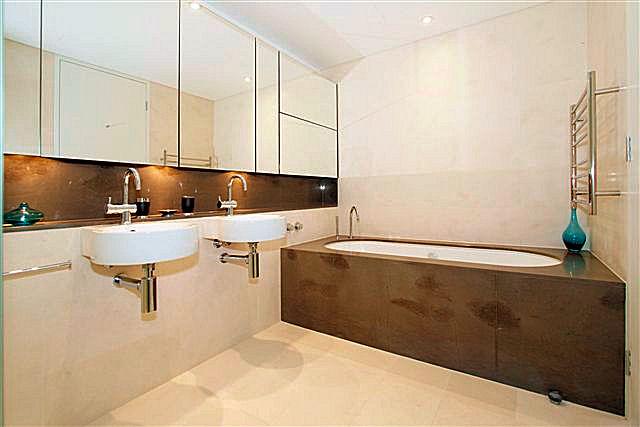 https://propertyphotos.vaultre.com.au/835/22006858__1617156078-28632-9.jpg