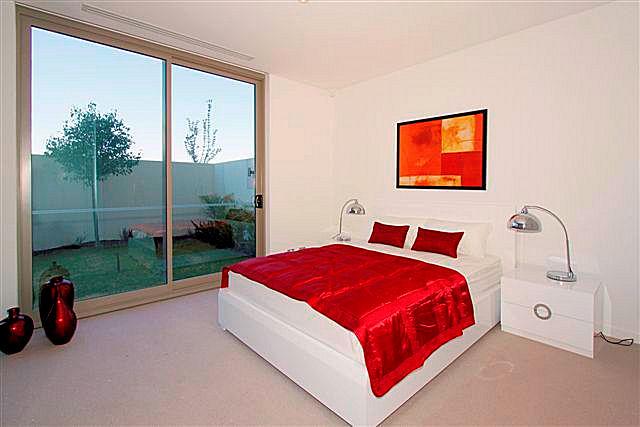 https://propertyphotos.vaultre.com.au/835/22006859__1617156079-21859-10.jpg