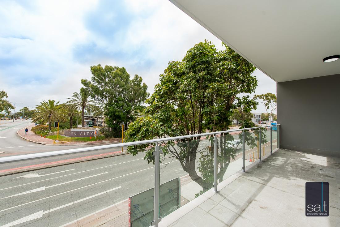 https://propertyphotos.vaultre.com.au/835/2224821__1572337097-13965-164RiseleyStBooragoon-33.jpg