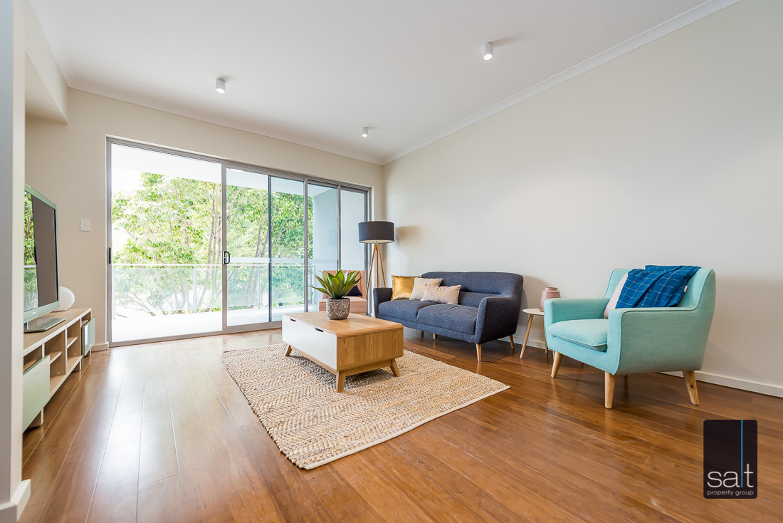https://propertyphotos.vaultre.com.au/835/2224828__1572337105-32729-164RiseleyStBooragoon-19.jpg