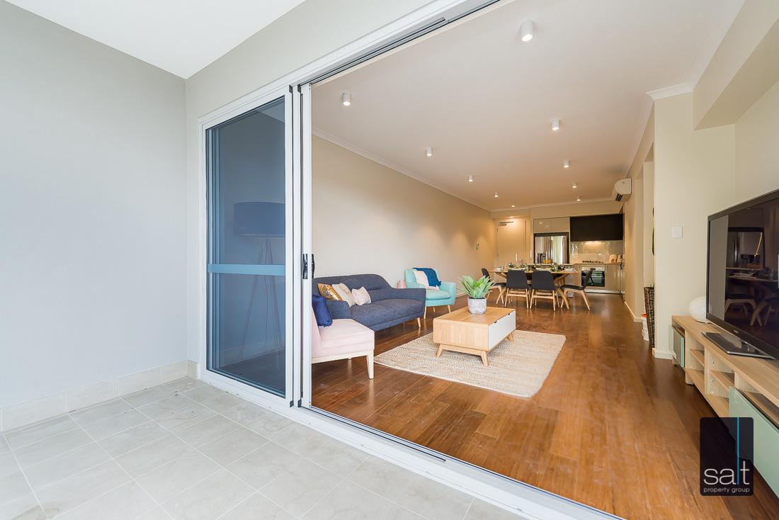 https://propertyphotos.vaultre.com.au/835/2224830__1572337106-13992-164RiseleyStBooragoon-32.jpg