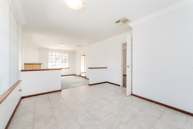 https://propertyphotos.vaultre.com.au/835/22398530__1617704383-20381-2HelmStMtPleasant-4.jpg