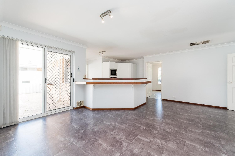 https://propertyphotos.vaultre.com.au/835/22398531__1617704384-11405-2HelmStMtPleasant-6.jpg
