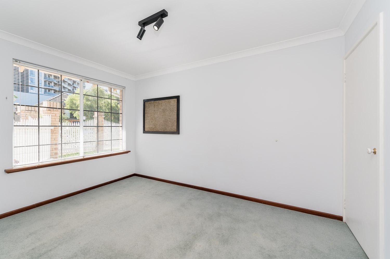 https://propertyphotos.vaultre.com.au/835/22398533__1617704387-11413-2HelmStMtPleasant-8.jpg