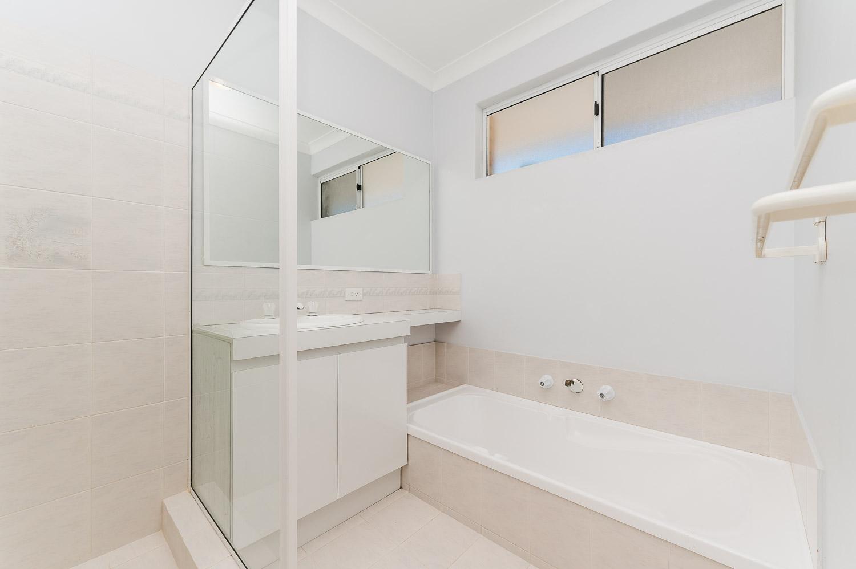 https://propertyphotos.vaultre.com.au/835/22398538__1617704392-15764-2HelmStMtPleasant-14.jpg