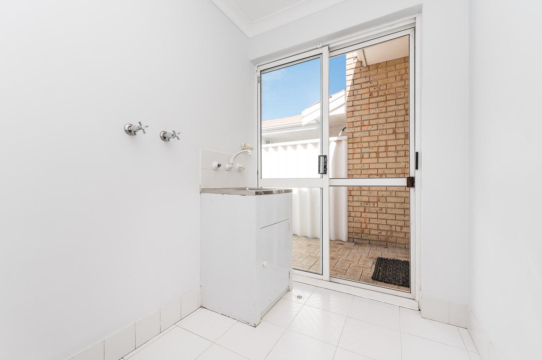 https://propertyphotos.vaultre.com.au/835/22398539__1617704393-8842-2HelmStMtPleasant-15.jpg