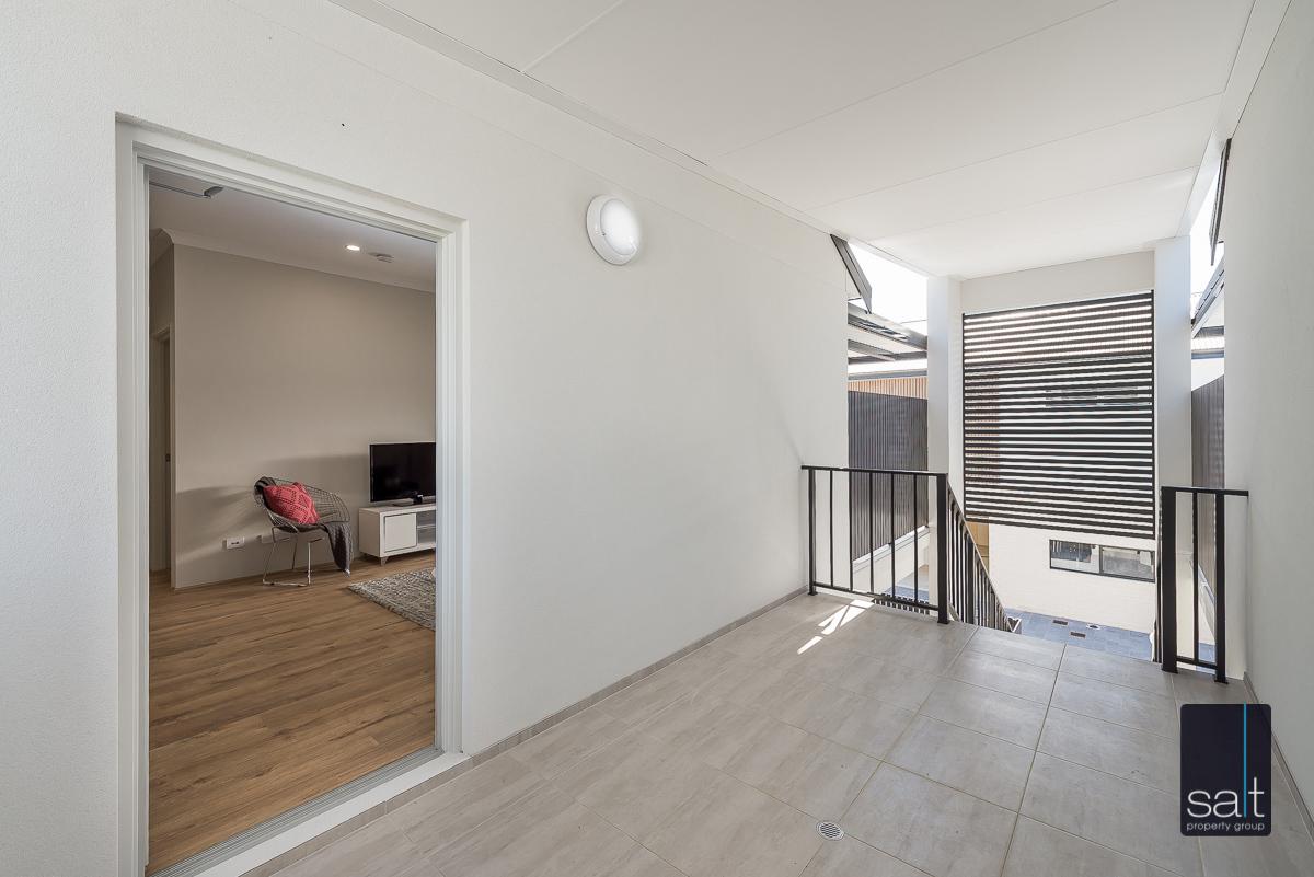 https://propertyphotos.vaultre.com.au/835/2335829__1572420614-21116-288LealtPlArdross-26.jpg