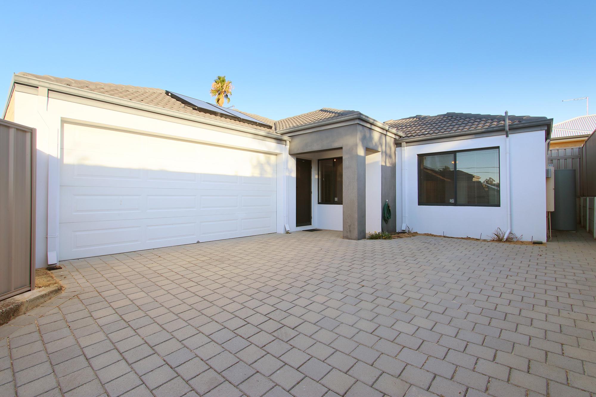 https://propertyphotos.vaultre.com.au/835/24241725__1618456524-1444-IMG0067.jpg