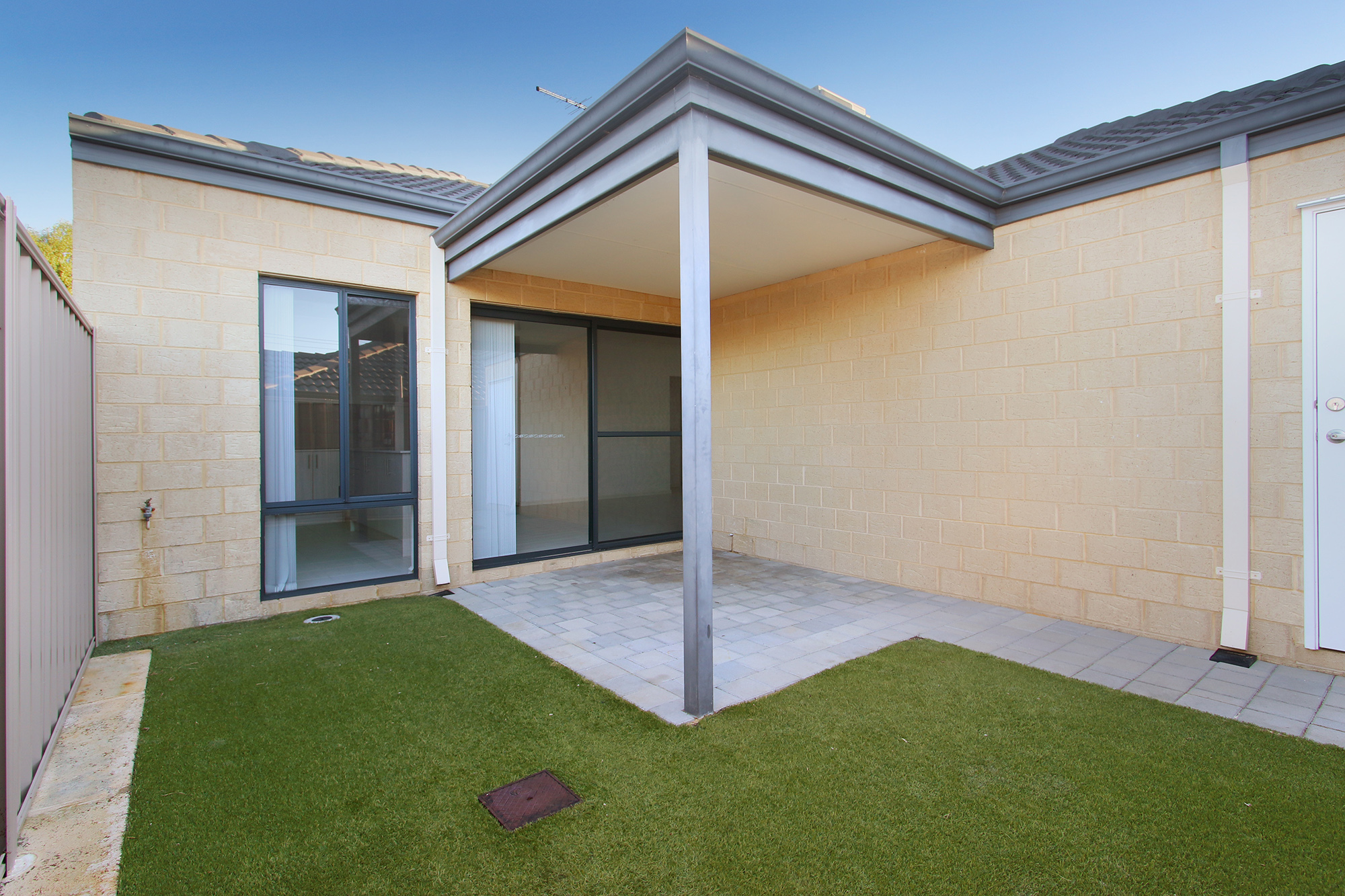 https://propertyphotos.vaultre.com.au/835/24241726__1618456525-2455-IMG0070.jpg