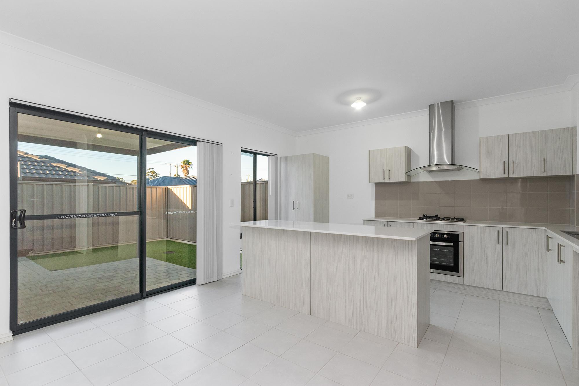 https://propertyphotos.vaultre.com.au/835/24241728__1618456529-26611-IMG0074.jpg