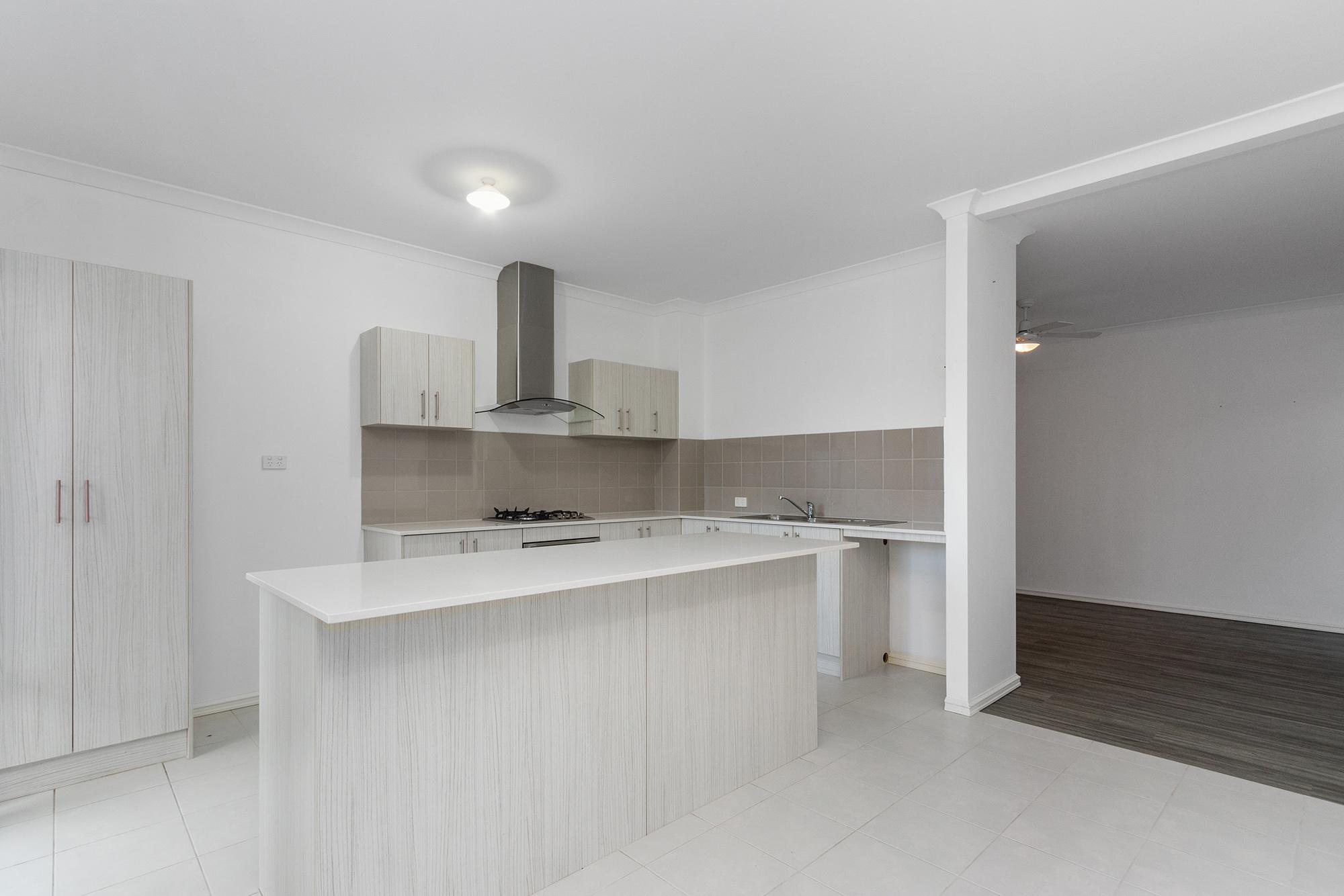https://propertyphotos.vaultre.com.au/835/24241729__1618456530-10568-IMG0079.jpg
