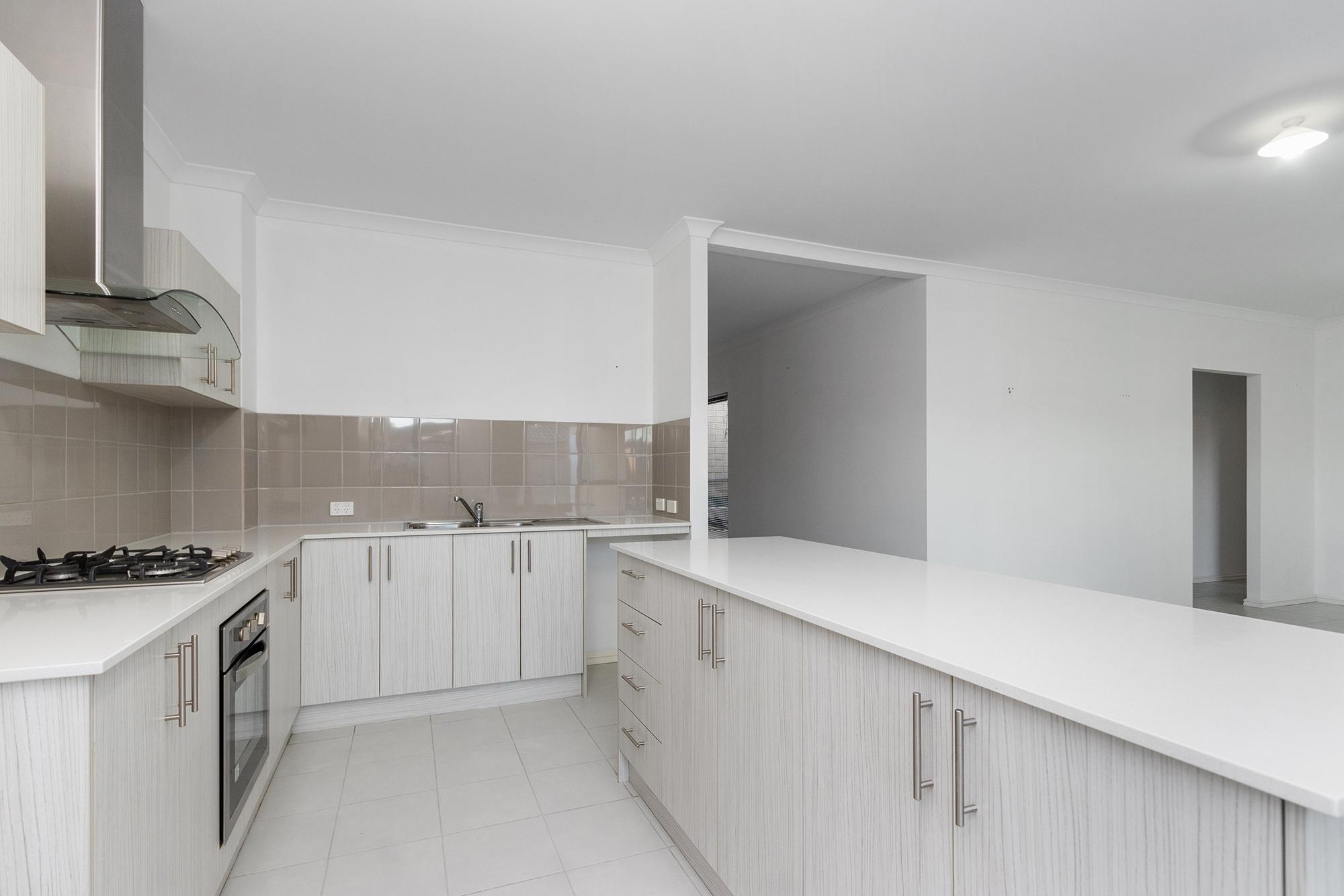 https://propertyphotos.vaultre.com.au/835/24241731__1618456531-22375-IMG0080.jpg