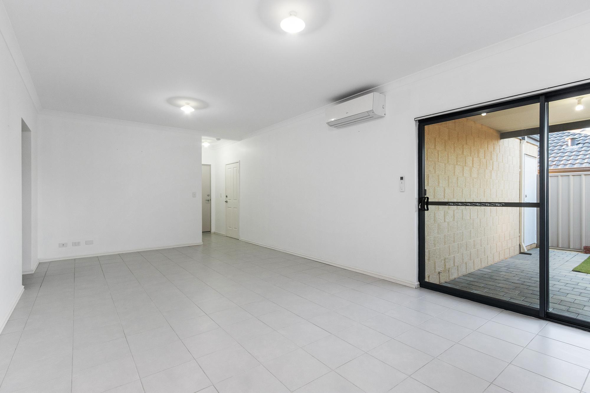 https://propertyphotos.vaultre.com.au/835/24241732__1618456532-1484-IMG0082.jpg