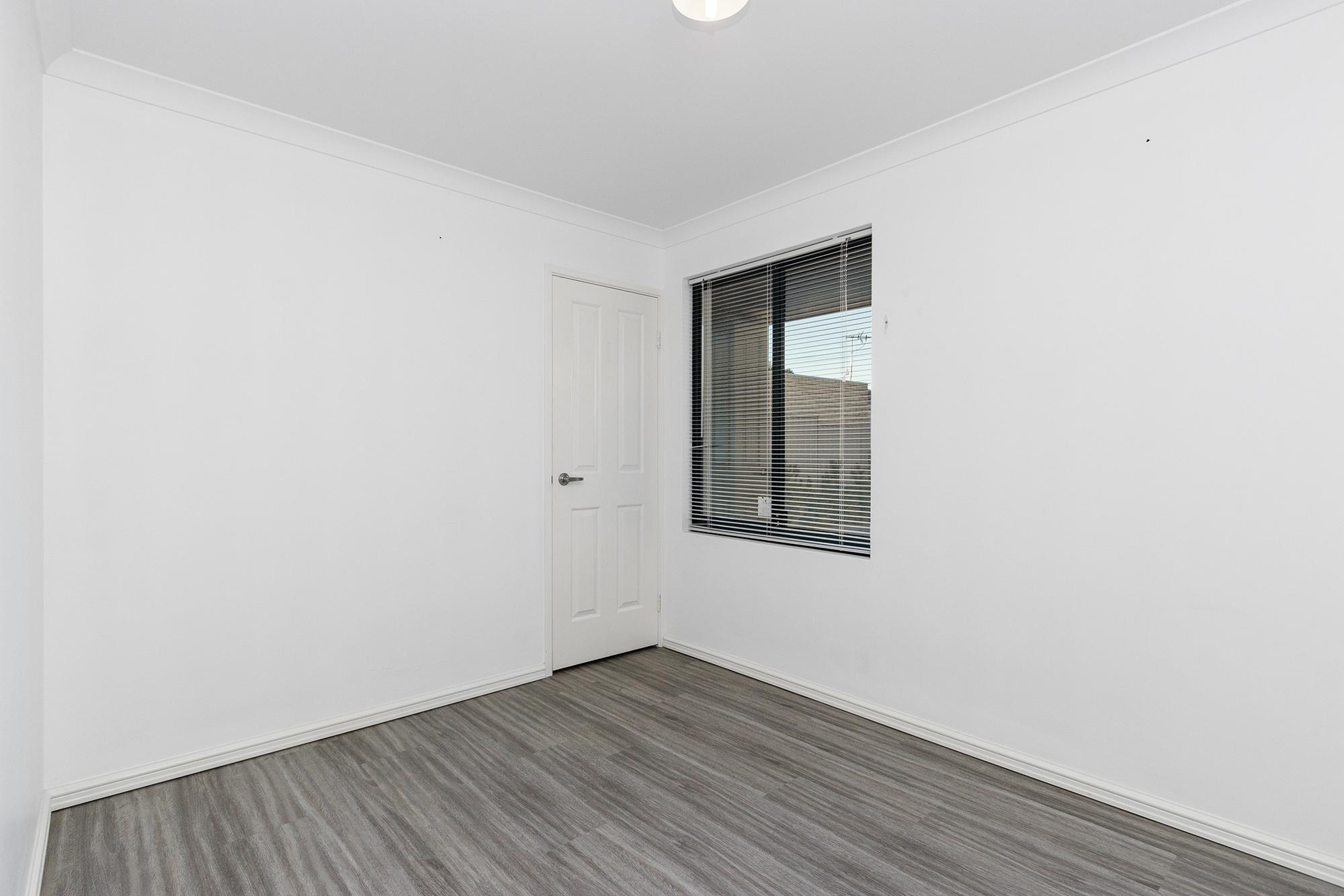 https://propertyphotos.vaultre.com.au/835/24241735__1618456536-26651-IMG0089.jpg