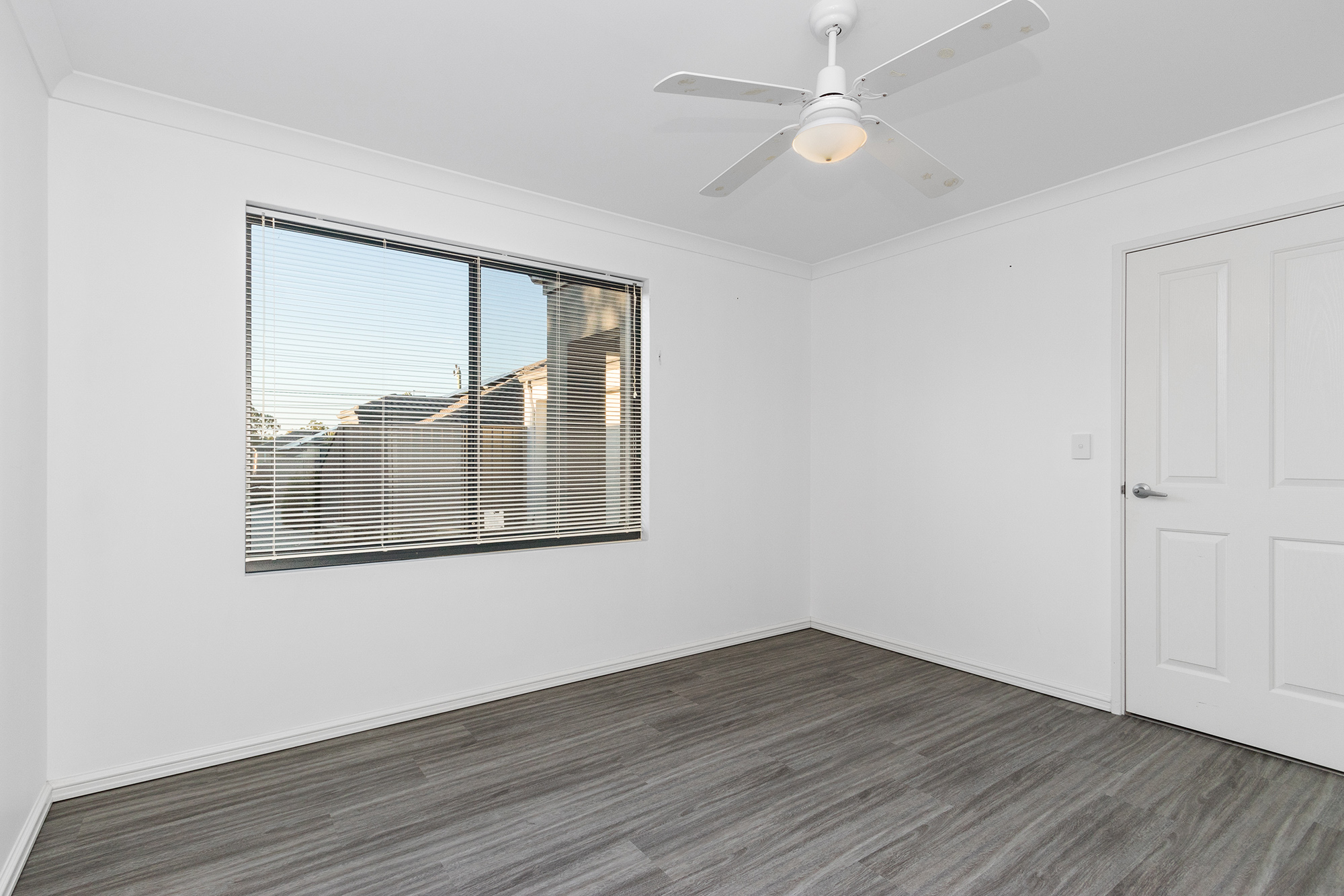 https://propertyphotos.vaultre.com.au/835/24241736__1618456537-10636-IMG0092.jpg