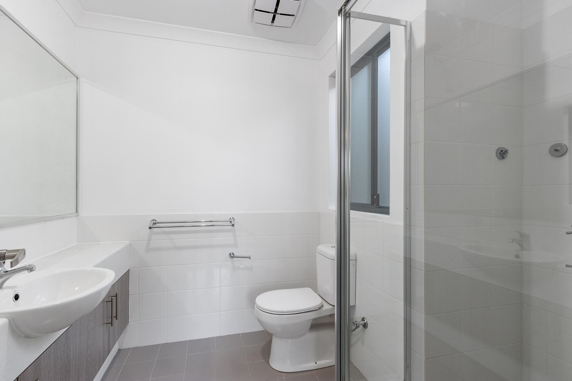 https://propertyphotos.vaultre.com.au/835/24241737__1618456538-6932-IMG0094.jpg
