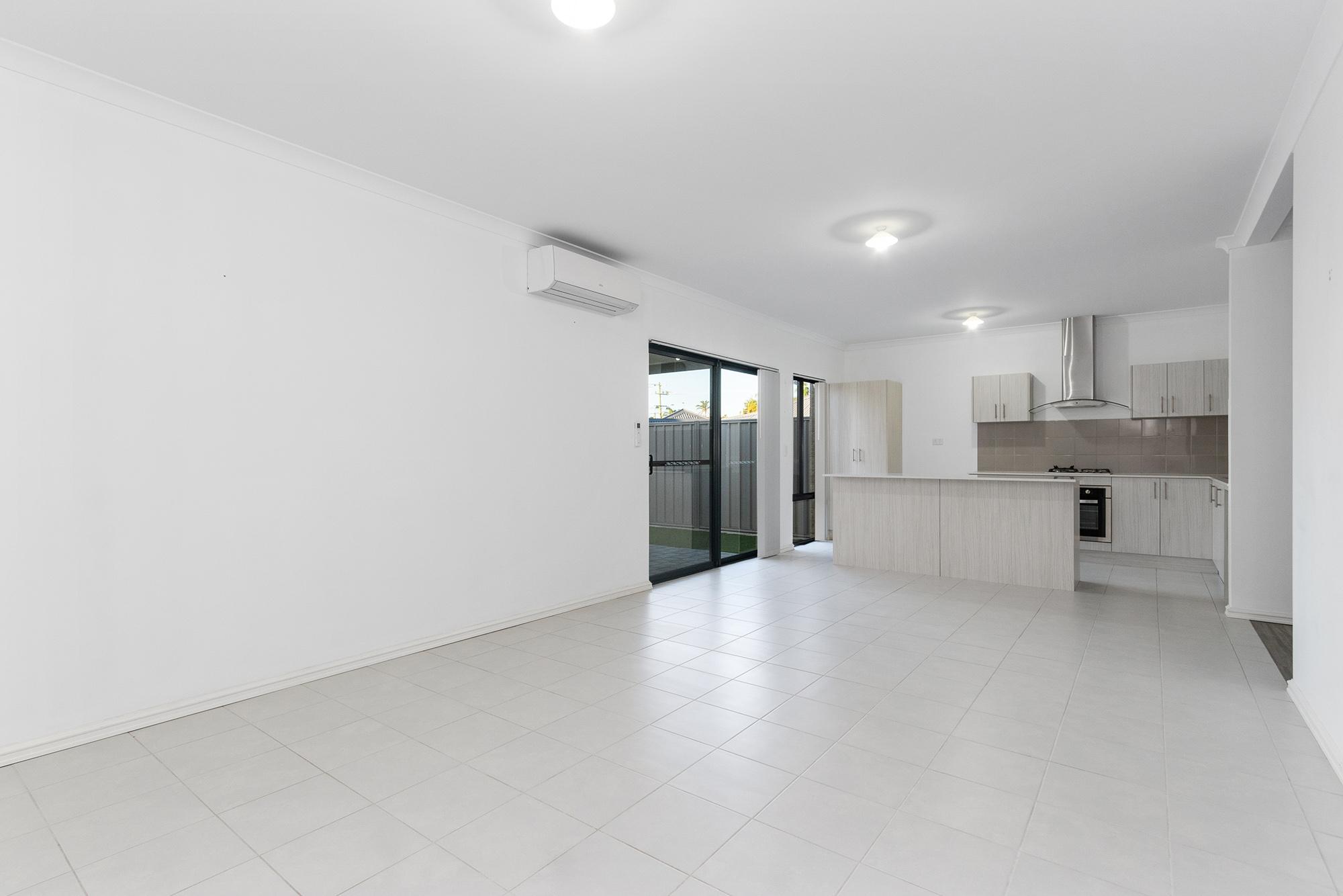 https://propertyphotos.vaultre.com.au/835/24241739__1618456541-1295-IMG0098.jpg