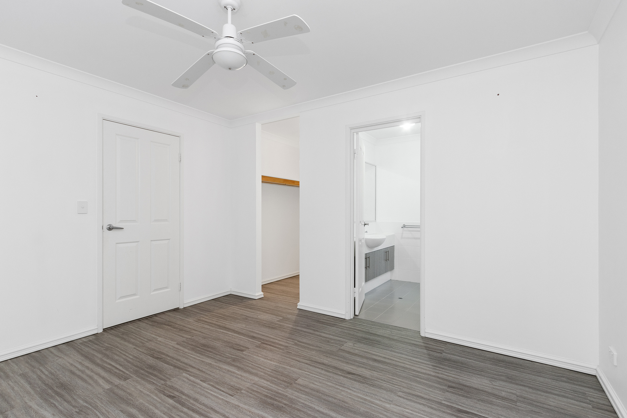 https://propertyphotos.vaultre.com.au/835/24241740__1618456542-1357-IMG0099.jpg