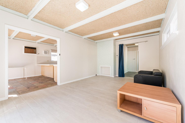 https://propertyphotos.vaultre.com.au/835/24274182__1618562573-4542-Address-5.jpg