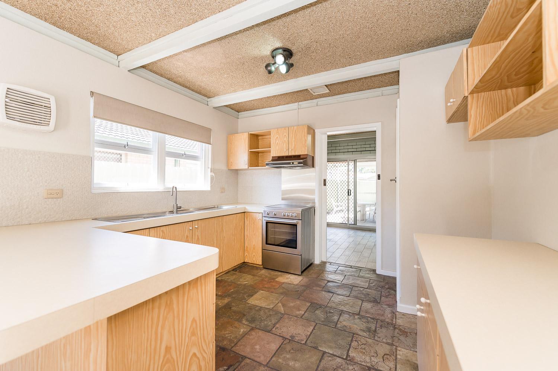 https://propertyphotos.vaultre.com.au/835/24274184__1618562575-14467-Address-7.jpg