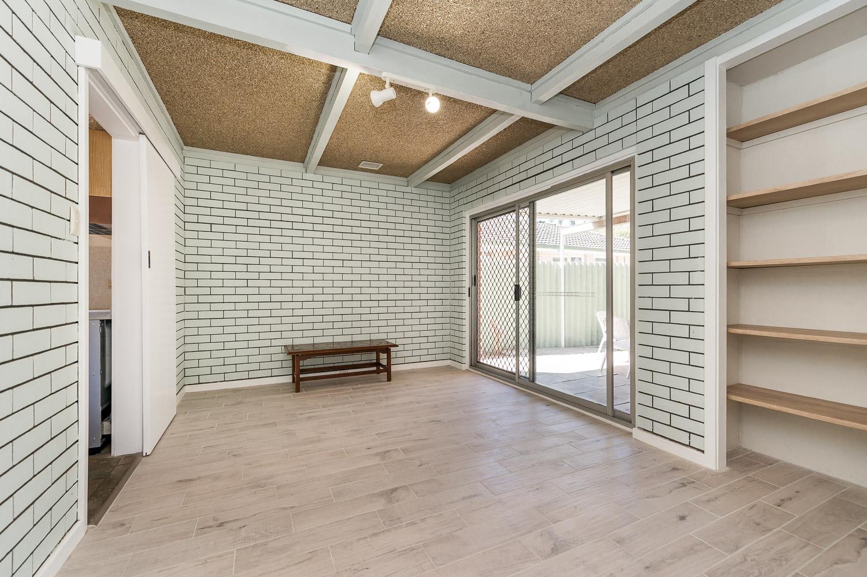 https://propertyphotos.vaultre.com.au/835/24274186__1618562576-28497-Address-8.jpg