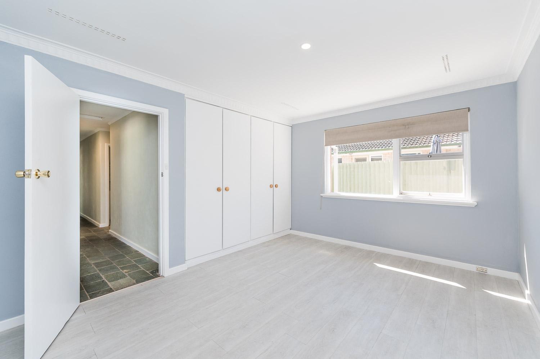 https://propertyphotos.vaultre.com.au/835/24274187__1618562577-30010-Address-9.jpg