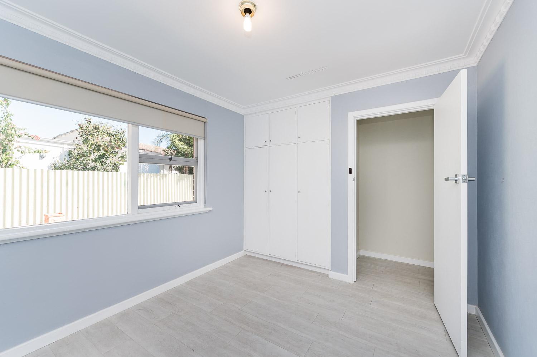 https://propertyphotos.vaultre.com.au/835/24274188__1618562577-29703-Address-10.jpg
