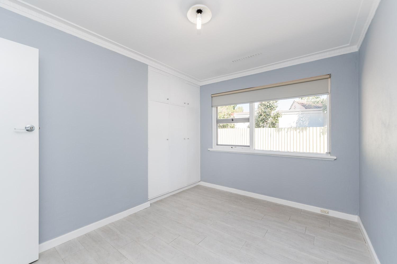 https://propertyphotos.vaultre.com.au/835/24274189__1618562578-29880-Address-11.jpg