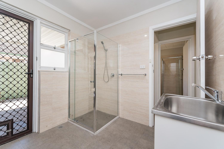 https://propertyphotos.vaultre.com.au/835/24274192__1618562581-14474-Address-14.jpg