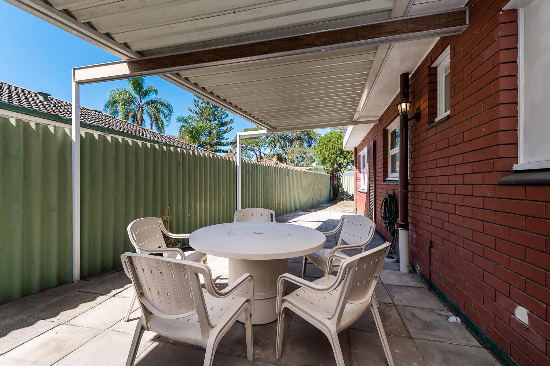 https://propertyphotos.vaultre.com.au/835/24274193__1618562582-28507-Address-15.jpg
