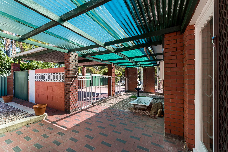 https://propertyphotos.vaultre.com.au/835/25103065__1618891873-10139-Address-4.jpg