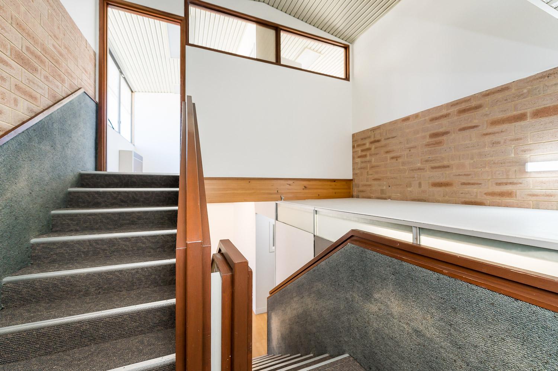 https://propertyphotos.vaultre.com.au/835/25103066__1618891874-2552-Level1791CanningHighwayApplecross-12.jpg