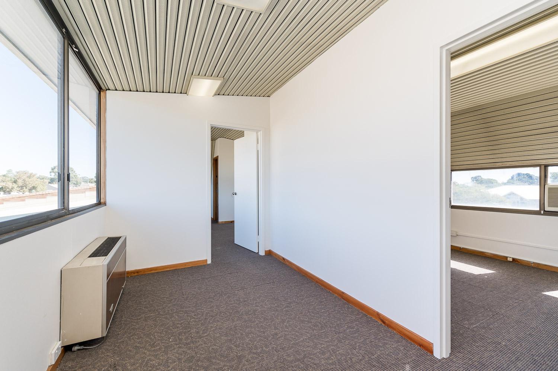 https://propertyphotos.vaultre.com.au/835/25103068__1618891875-29158-Level1791CanningHighwayApplecross-13.jpg