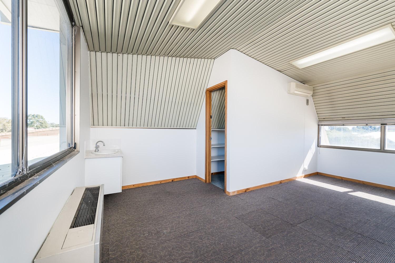 https://propertyphotos.vaultre.com.au/835/25103072__1618891878-7255-Level1791CanningHighwayApplecross-15.jpg