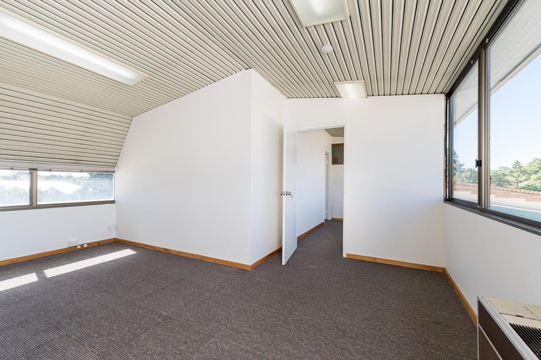 https://propertyphotos.vaultre.com.au/835/25103074__1618891879-3025-Level1791CanningHighwayApplecross-16.jpg