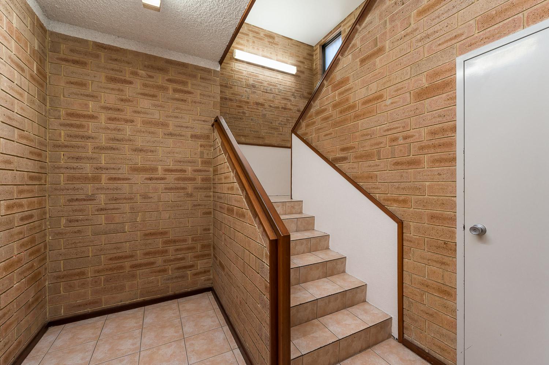 https://propertyphotos.vaultre.com.au/835/25103075__1618891880-29436-Level1791CanningHighwayApplecross-1.jpg