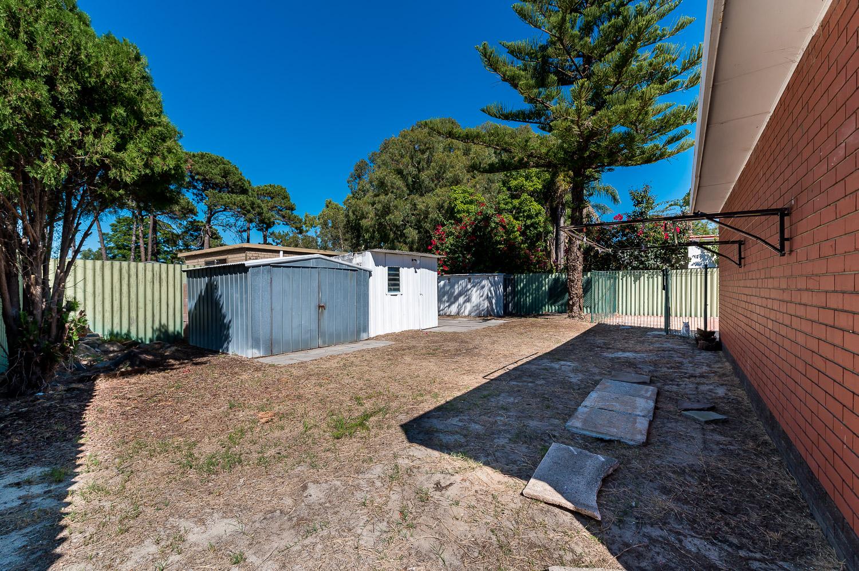 https://propertyphotos.vaultre.com.au/835/25103076__1618891891-7324-Address-16.jpg