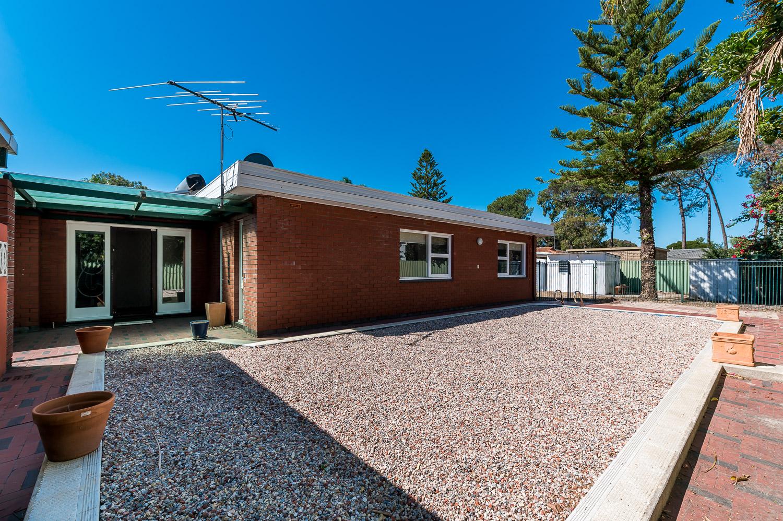 https://propertyphotos.vaultre.com.au/835/25103077__1618891893-29498-Address-17.jpg