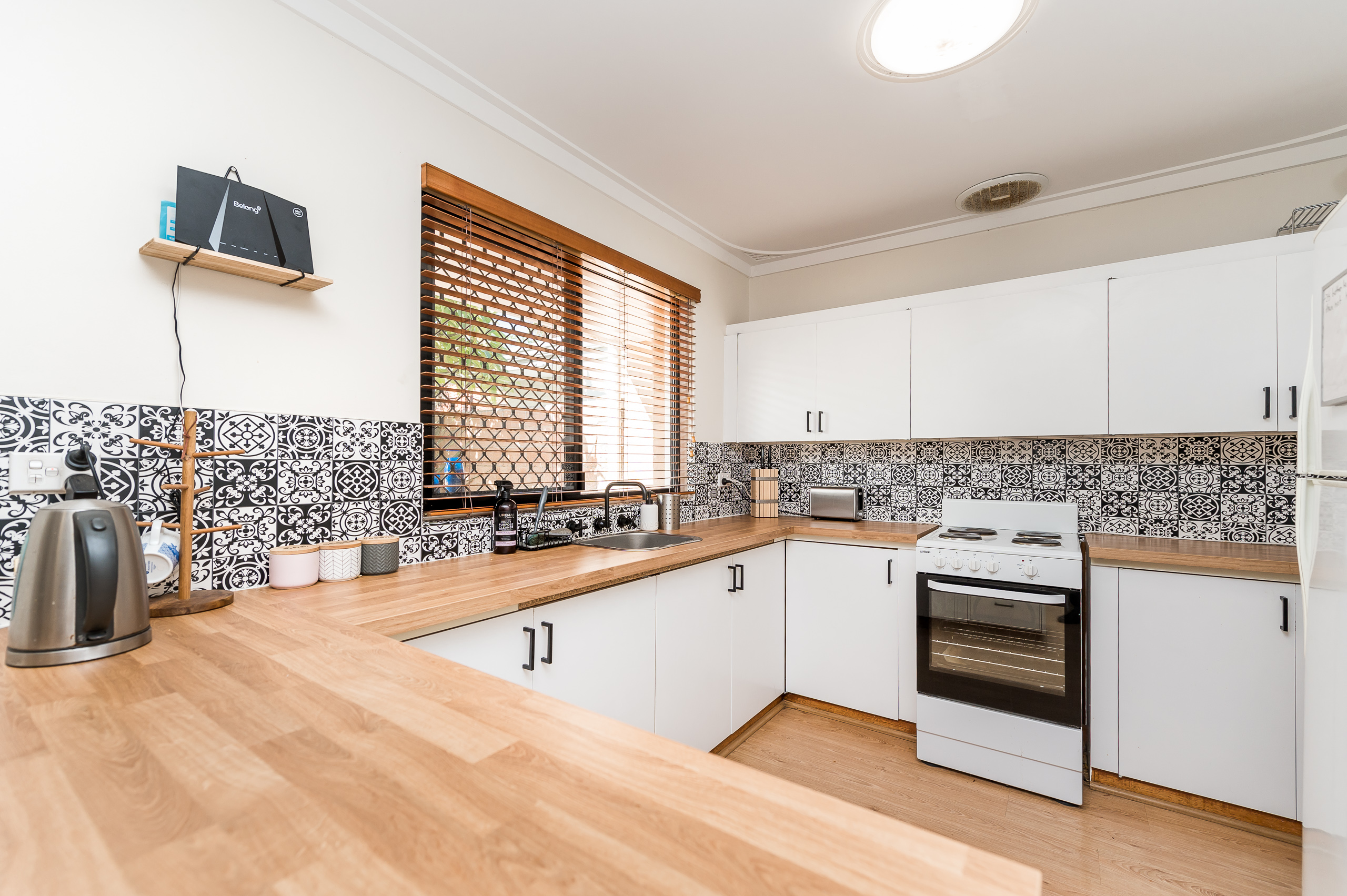 https://propertyphotos.vaultre.com.au/835/26578687__1619571669-6286-39WichmannRoadAttadale-5.jpg