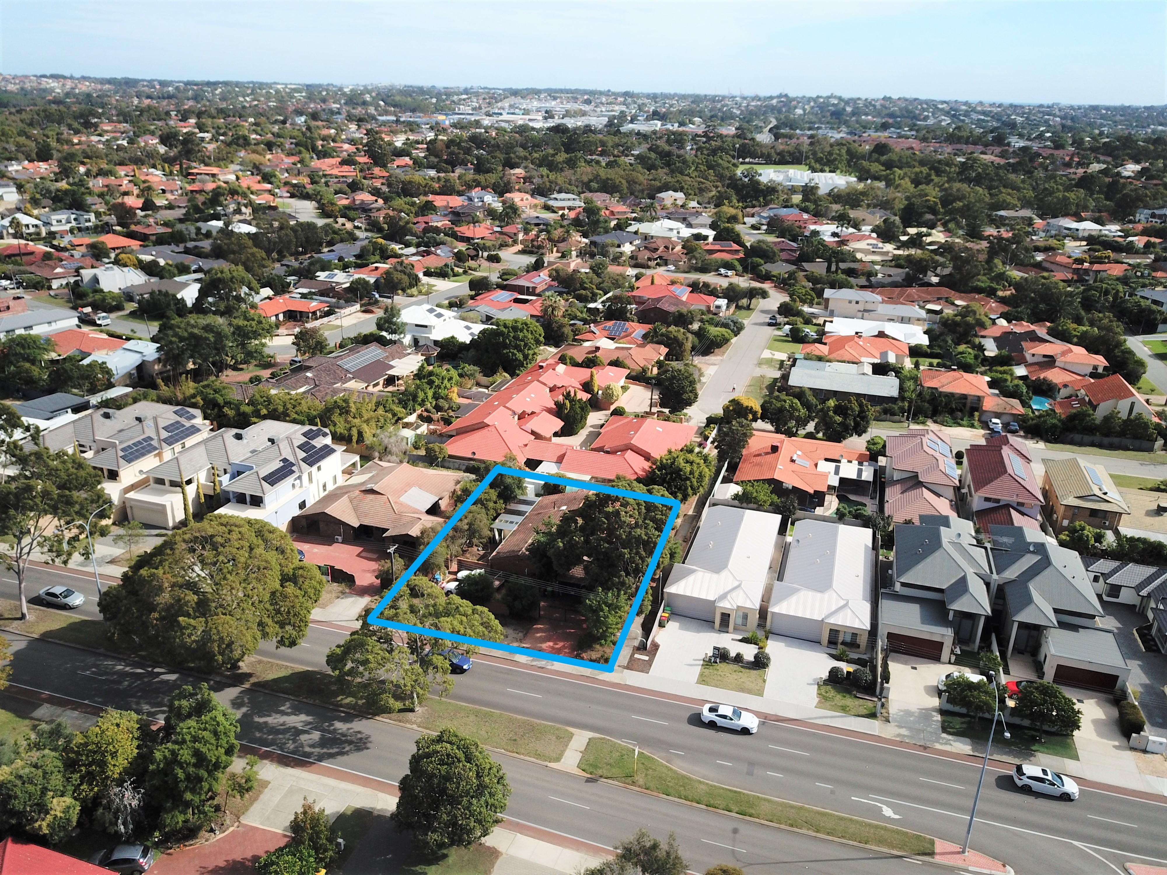 https://propertyphotos.vaultre.com.au/835/29205867__1620959090-31856-signboard2.jpg