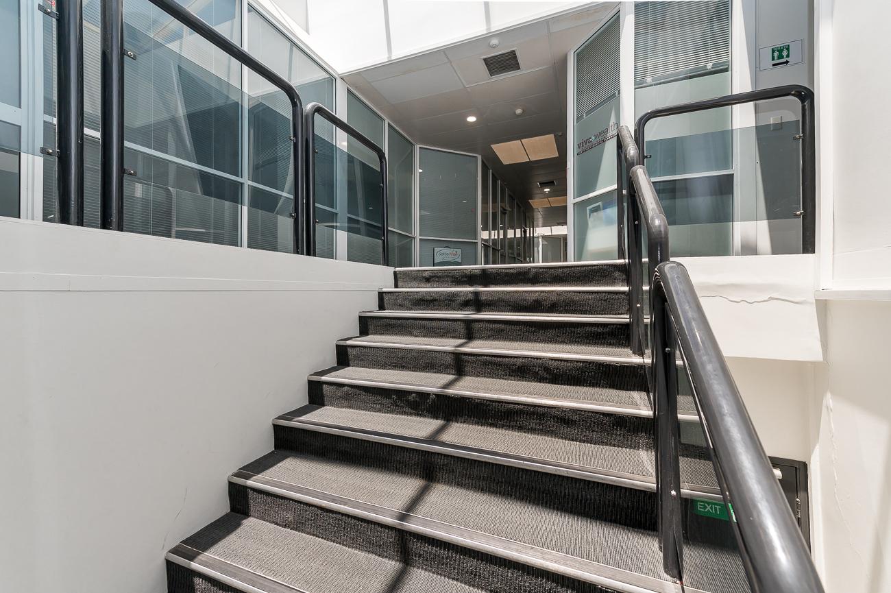 https://propertyphotos.vaultre.com.au/835/29387254__1621569709-22721-Address-58.jpg